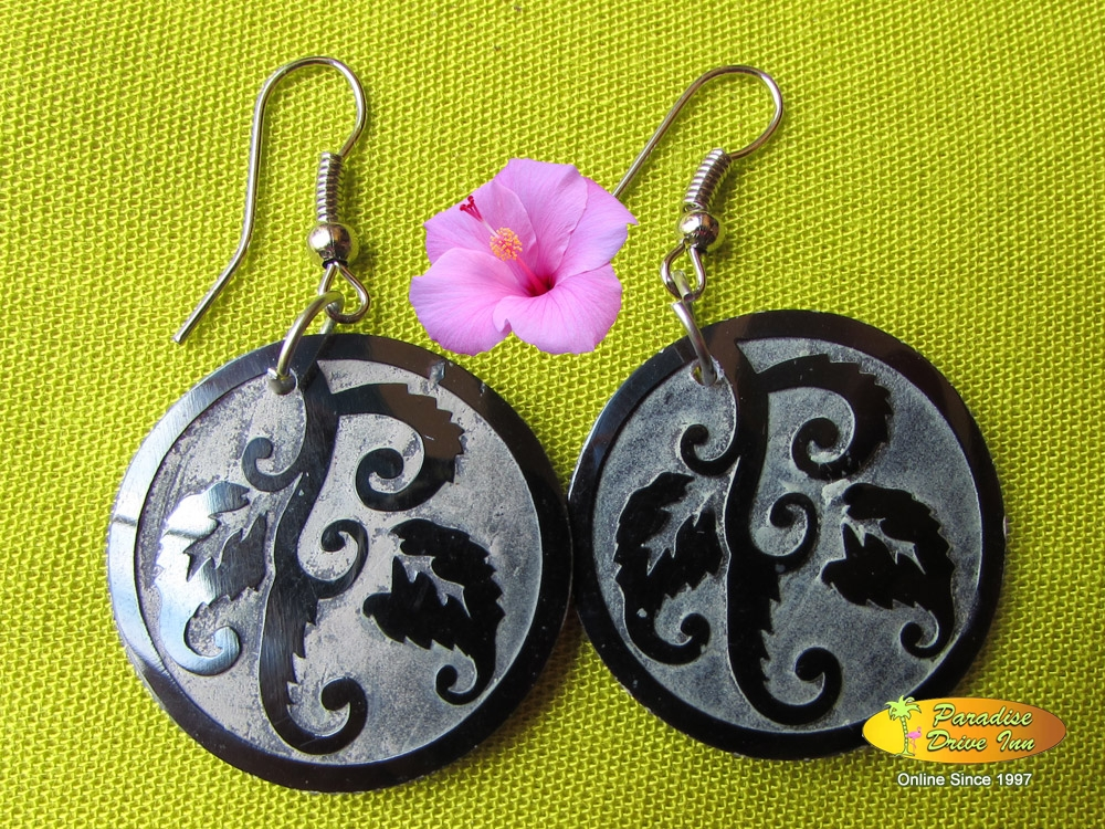 Bali Earring, shell carved